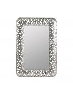 Espejo de diseño con marco plateado estilo cinchas