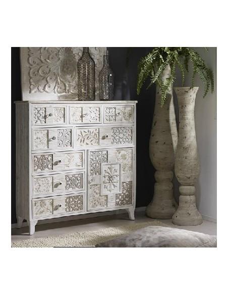 Cómoda vintage de madera blanca con detalles dorados y dibujos exóticos