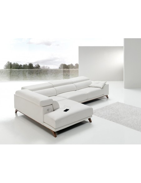 Sofá Bako moderno con patas metálicas, USB y elección de telas