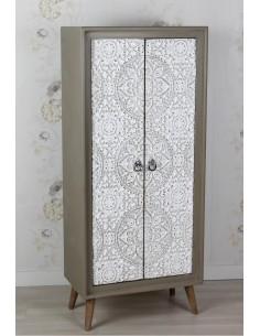 Armario Vintage con puertas talladas y patas Madera de